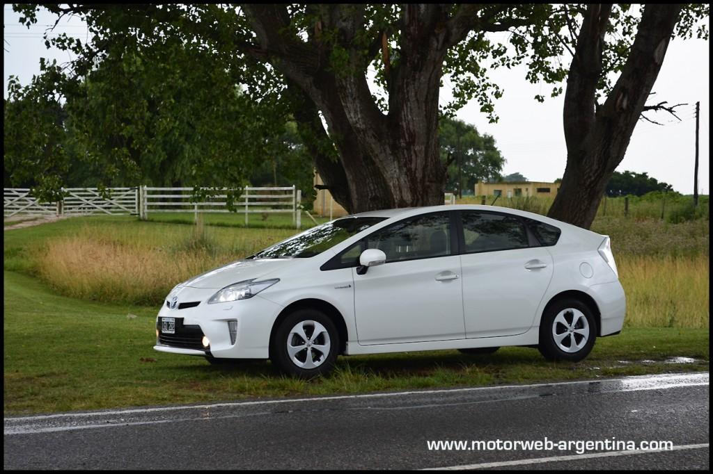 Probamos El Toyota Prius El Primer Auto Hibrido En Argentina
