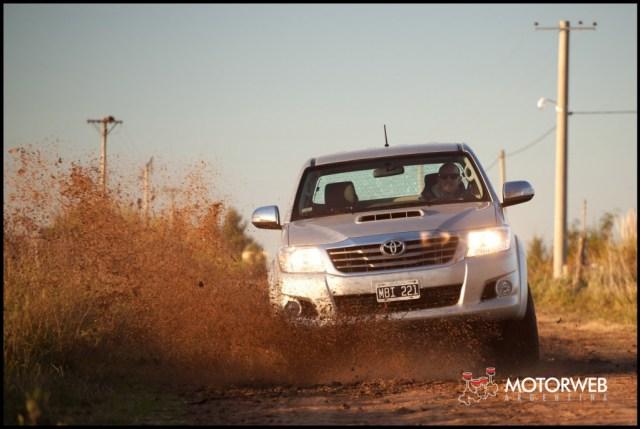 2013-05-16 TEST Toyota Hilux SRV 4x4 AT 025