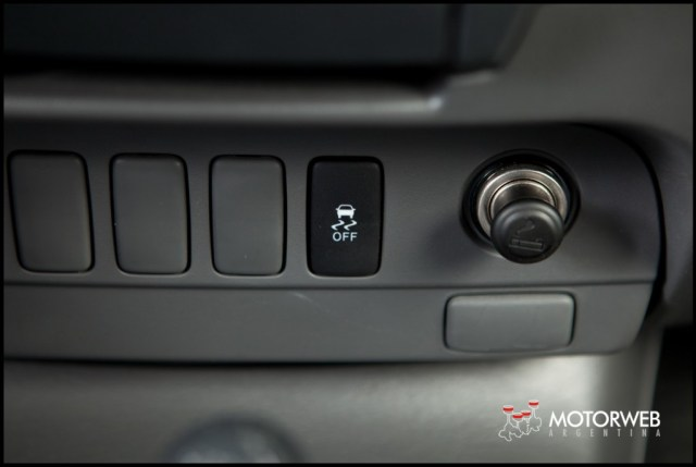 2013-05-16 TEST Toyota Hilux SRV 4x4 AT 048