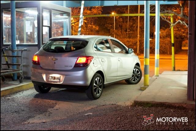 2013-08 TEST Chevrolet Onix Motorweb 09 copy