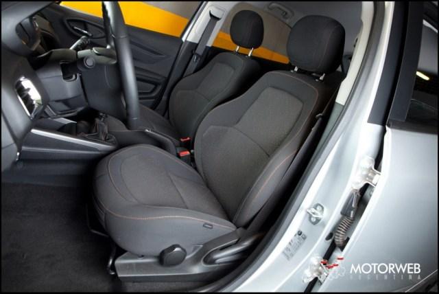 2013-08 TEST Chevrolet Onix Motorweb 38 copy