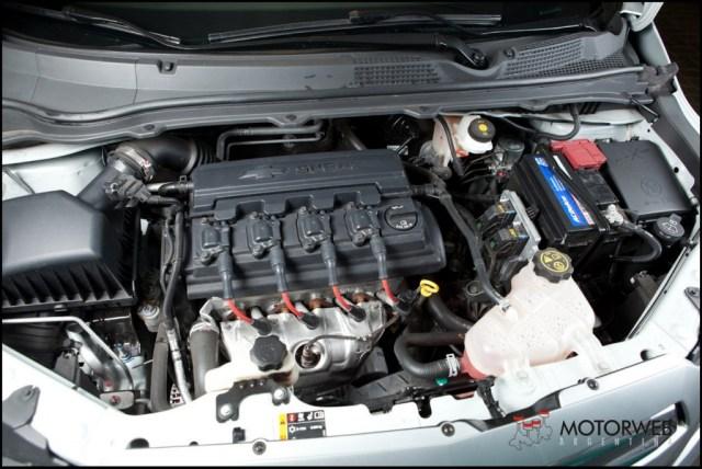 2013-08 TEST Chevrolet Onix Motorweb 54 copy
