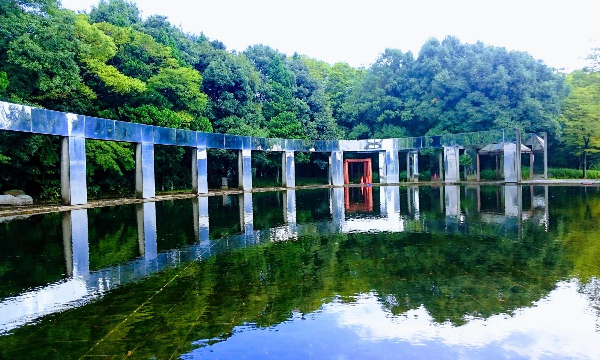 パルテノン多摩の池