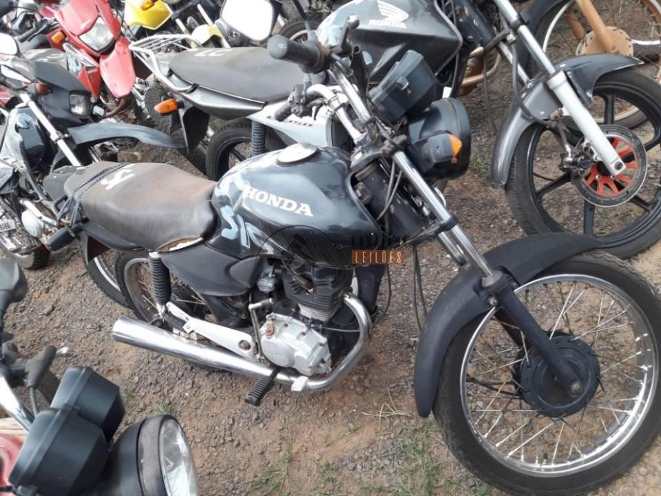 Honda CG Titan 125 Fan 2006 com lance inicial de R$483,00