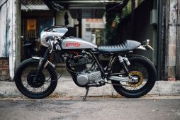 Yamaha SR400 by Addiction Custom