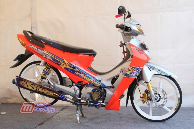 Modifikasi Karisma by Sinar Motor Padang