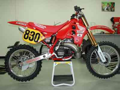 28-Year-Old Honda CR 500 Races Iconic Track vs Modern MX Bikes
