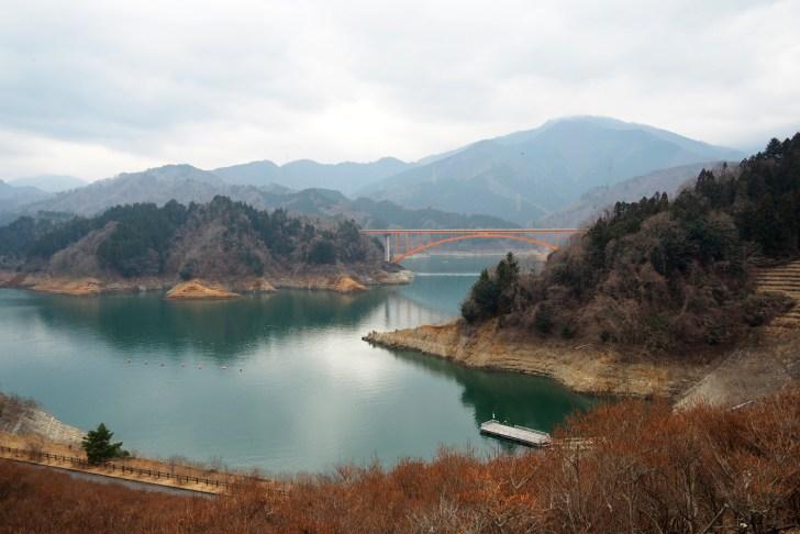 rurikoさんが好きだという宮ヶ瀬湖。取材当日はあいにくの天気だったが晴れの日にはもっと綺麗だという