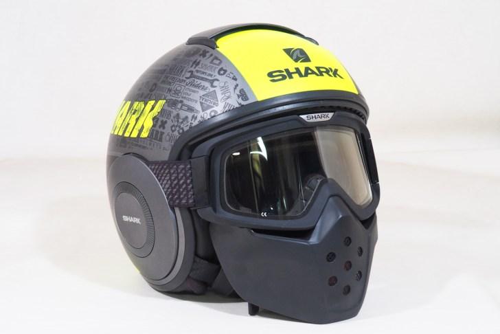 簡単にゴーグルとマスクを装着可能でフルフェイスみたいな見た目に!