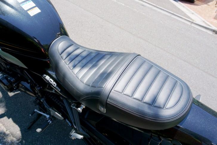 Z900RSのシート形状 先端はかなり絞られているようにみえる
