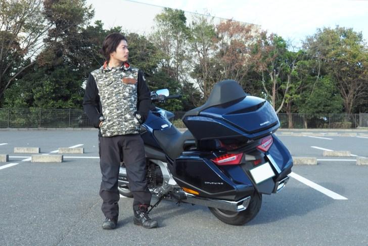 最近のバイク用ジャケットは安全性だけでなくファッション性も重視している製品が多い