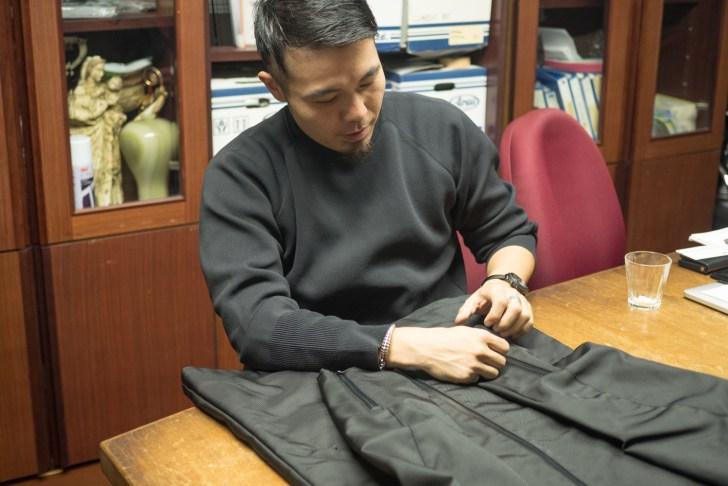 小谷さんには撮影で使われたジャケットの説明もして頂きました