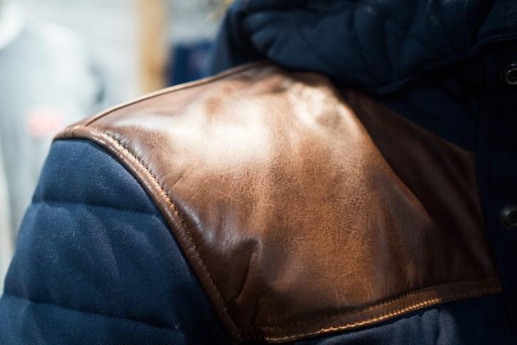 革の品質にこだわりのあるメーカーだけあって、随所にアクセントとして使われています