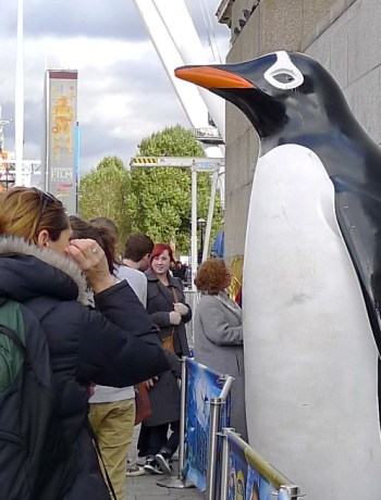 Giant penguin in London / Photo by JIll Browne