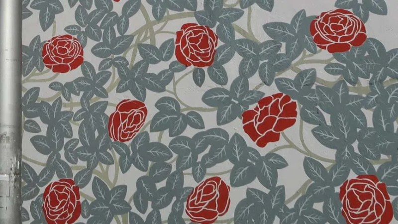 Roses pattern in a mural in Walthamstow