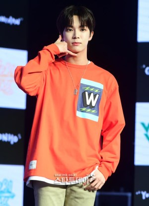 """VERIVERY 's  Dong-heon was injured during the music broadcast….. His management agency, """"He can't follow his schedule. We 'll concentrate on his recovery"""""""