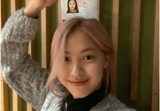 """ITZY, Ryujin, Post the photo of the 2020 Certification Of Examination. """"The examinees did a good job."""""""