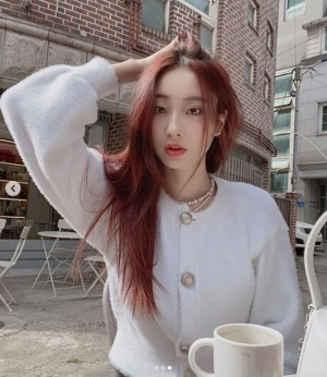 'Jeong Jin-woon's girlfriend' Kyungri, pure white knit with flawless skin...'innocent sexy'