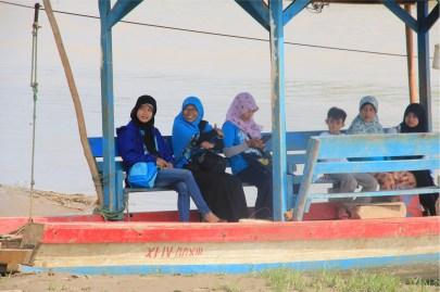 Eretan, transportasi rakit di Karawang