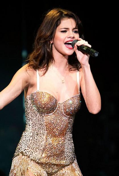 Selena Gómez - 02
