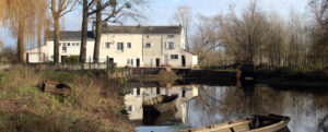 Moulin2Roues-Building-The_Mill_and_boats-01