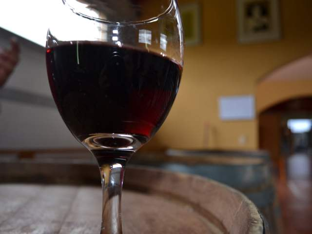 wine-on-barrel