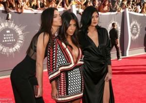 Kim Kardashian look