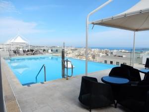 swimmingpool malta palace hotel