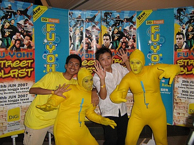 Yellow Man with me and another blogger!
