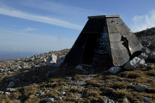 Emergency shelter on the col