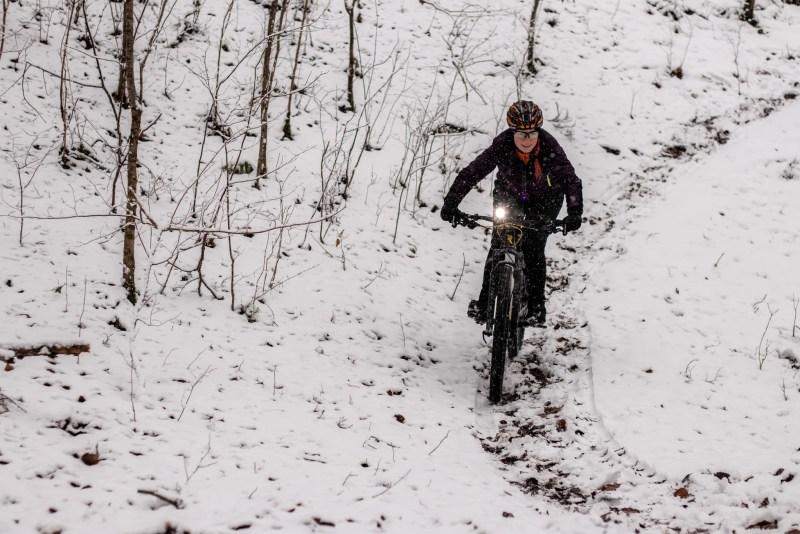 Radfahren im Schnee mit dem Mountainbike