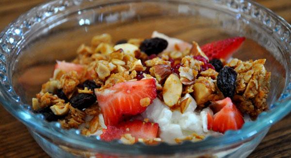 granola-yogurt-cottage-cheese-strawberries