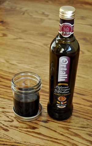 reducing-balsamic-vinegar-to-syrup