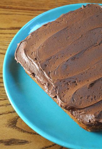 cinnamon-cake-with-chocolate-buttercream