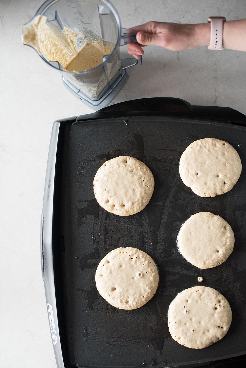 Banana Oat Blender Pancakes | www.mountainmamacooks.com