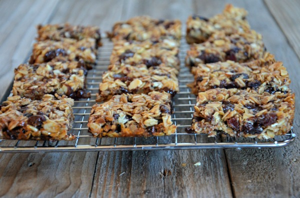 Chewy Granola Bars with Dried Cherries, Dark Chocolate & Almonds | mountainmamacooks.com