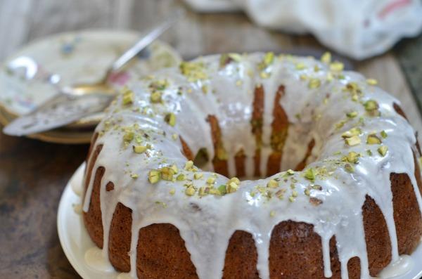Pistachio Bundt Cake | mountainmamacooks.com