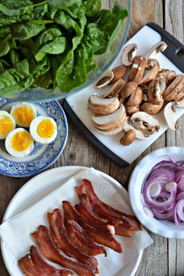 Spinach Salad with Warm Bacon-Mushroom Vinaigrette | mountainmamacooks.com