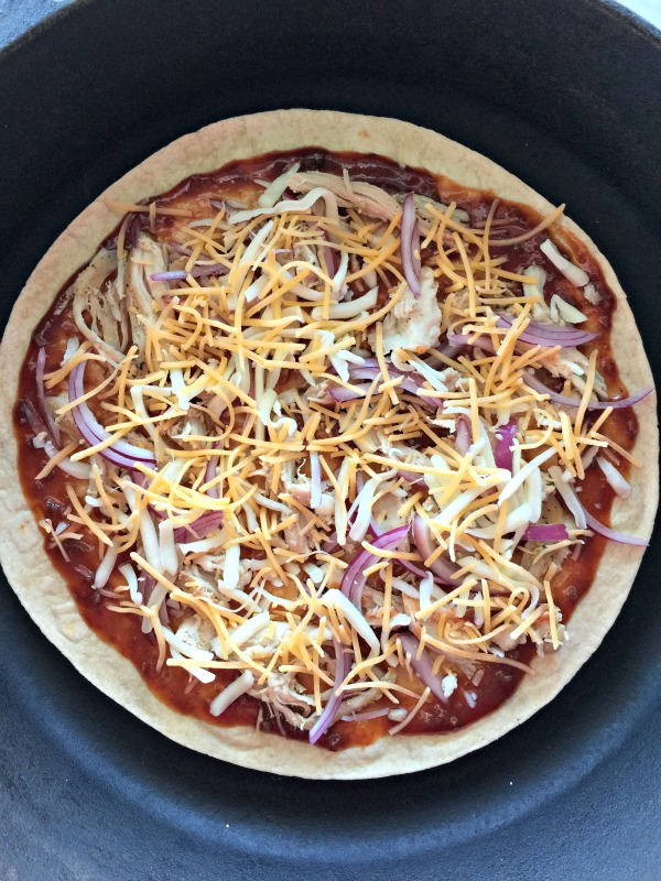 BBQ Chicken Tortilla Pizza | mountainmamacooks.com
