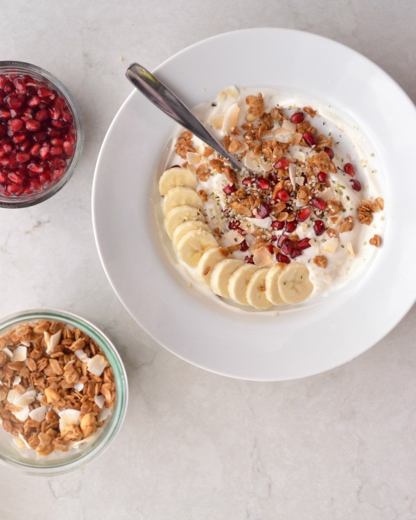 Pomegranate Seed Yogurt Bowls | mountainmamacooks.com #eatseasonal