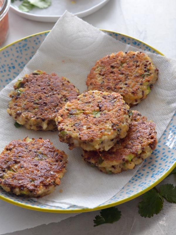 Cheddar Scallion Quinoa Cakes   mountainmamacooks.com