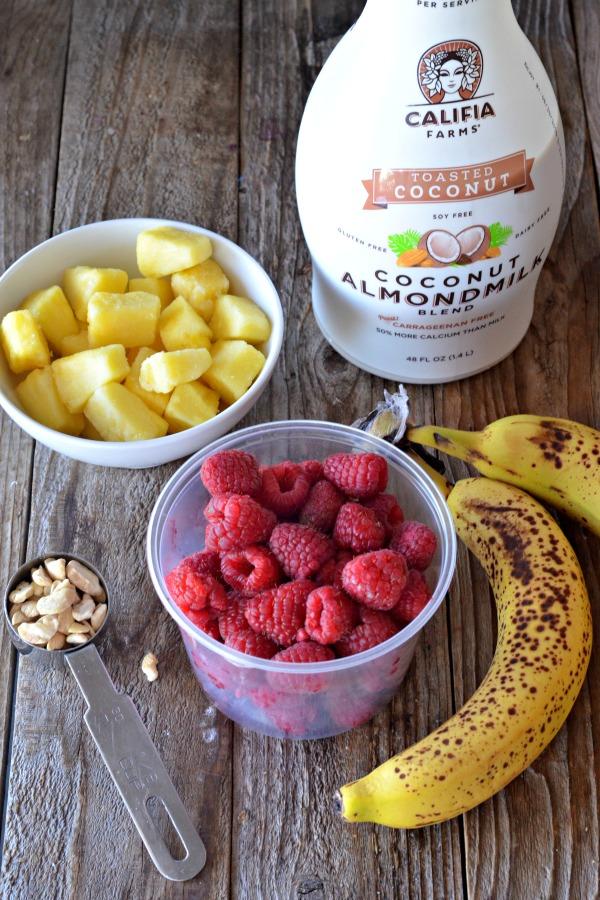 Fresh Raspberry Smoothie | mountainmamacooks.com