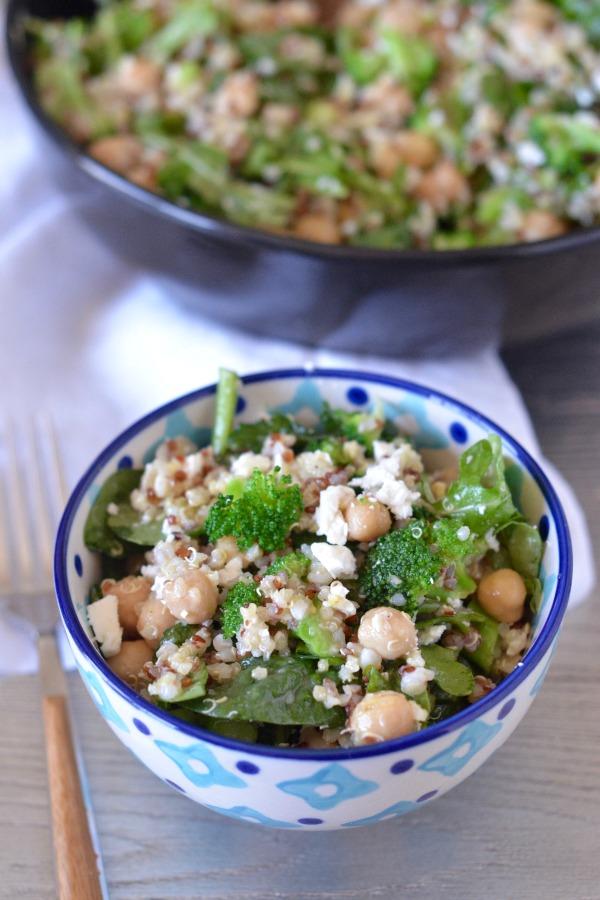 Quinoa Broccoli Salad with Spinach and Feta | mountainmamacooks.com