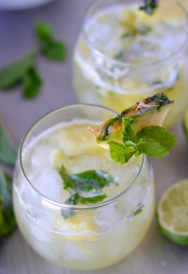 Skinny Pineapple Mint Margaritas | mountainmamacooks.com #EatSeasonal
