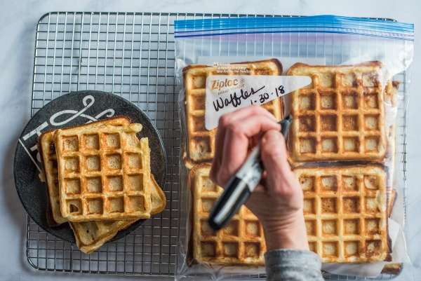 How to Freeze and Reheat Waffles | www.mountainmamacooks.com