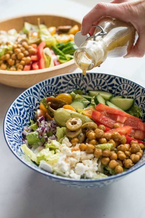 Greek Salad with Roasted Chickpeas | www.mountainmamacooks.com