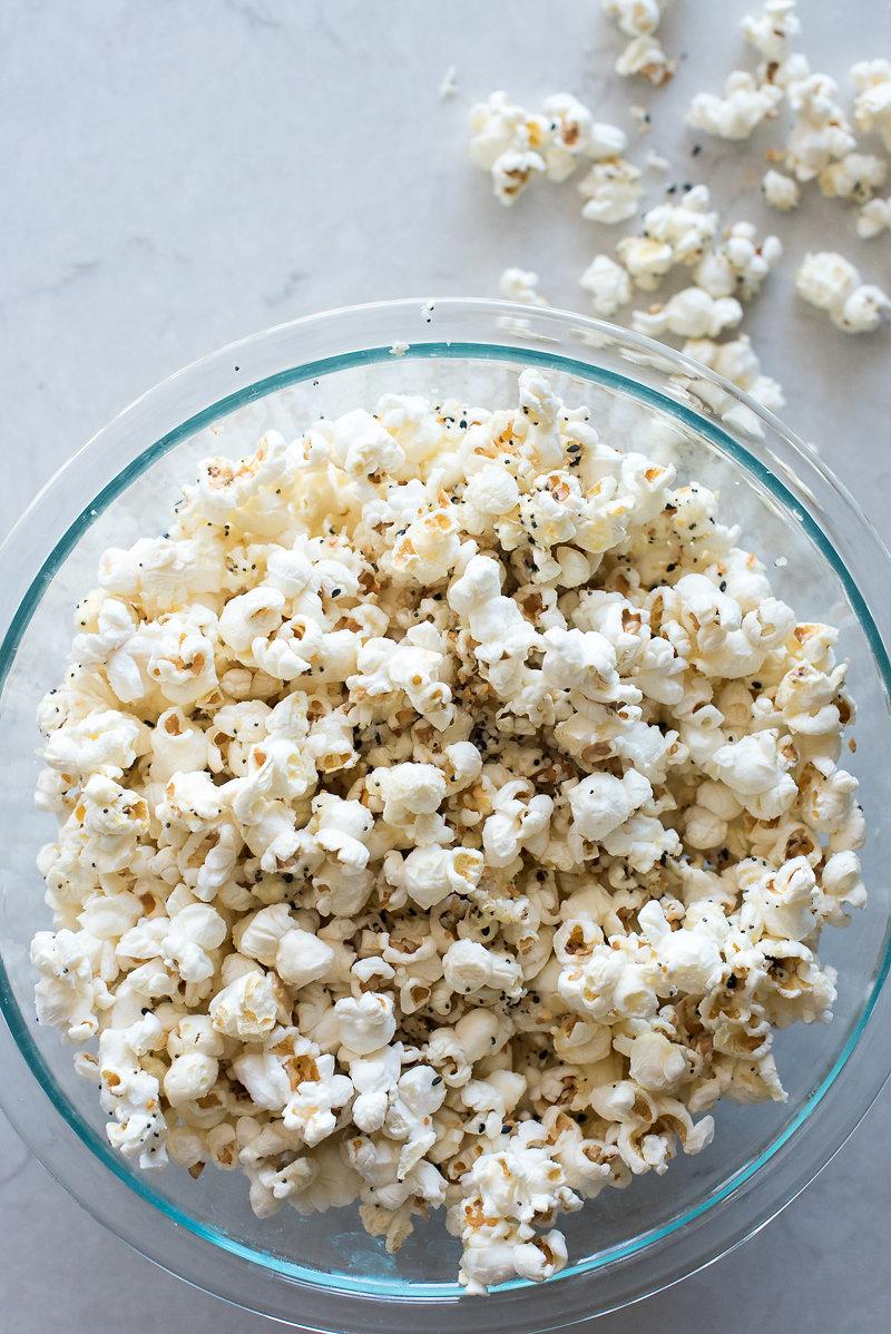 Everything Bagel Parmesan Popcorn | www.mountainmamacooks.com