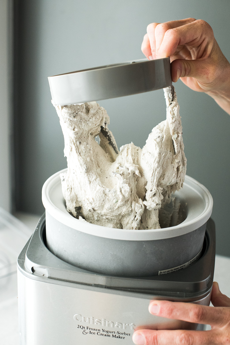 Mint Cookies & Cream Ice Cream | www.mountainmamacooks.com