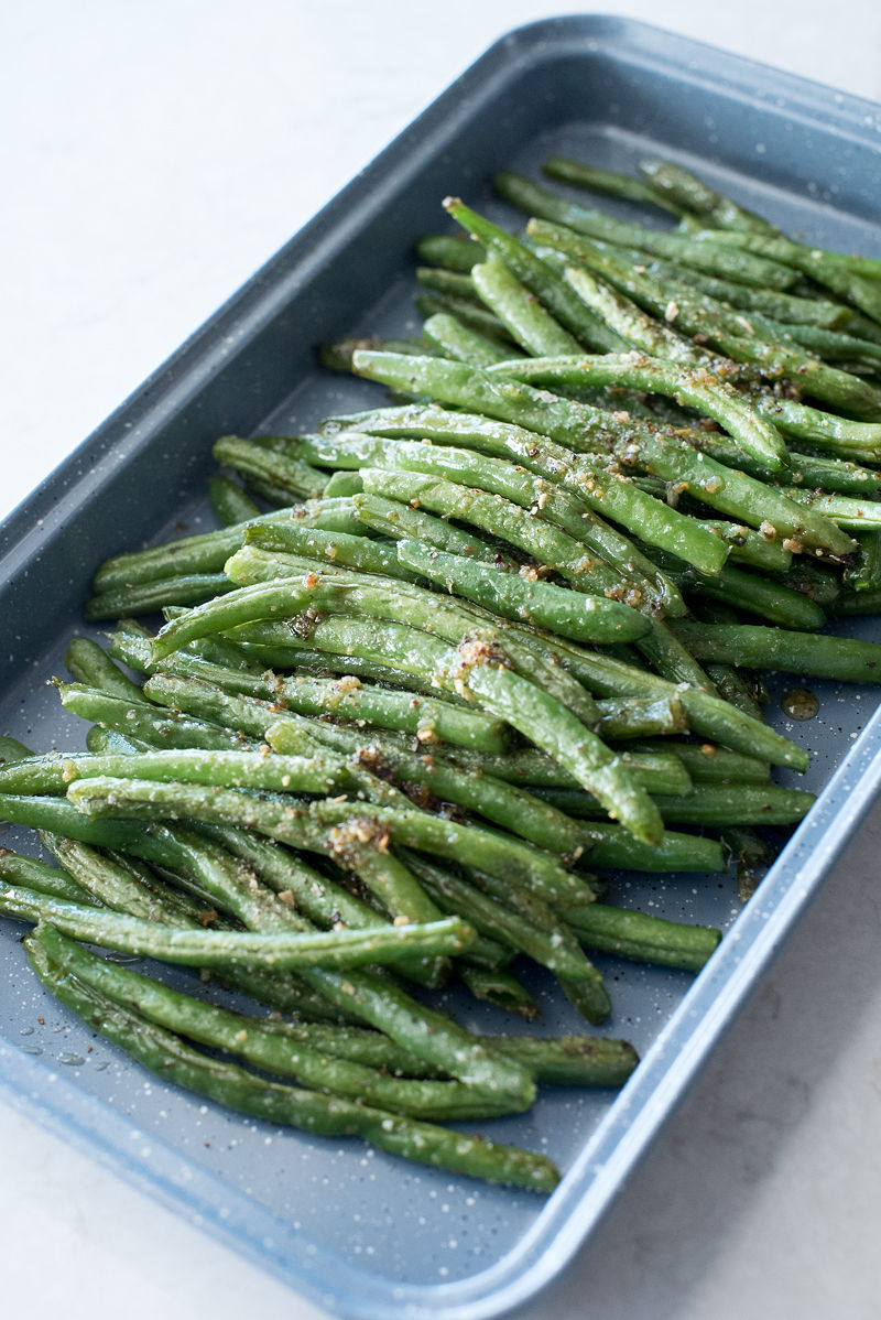 Peppercorn Ranch Roasted Green Beans | www.mountainmamacooks.com