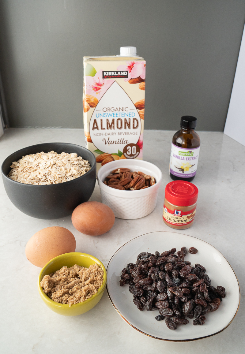 Cinnamon Raisin Baked Oatmeal. This recipe is a great make ahead recipe and perfect for meal prep. Gluten free oats, cinnamon, pecans, raisins, and almond milk. Such an easy recipe! www.mountainmamacooks.com